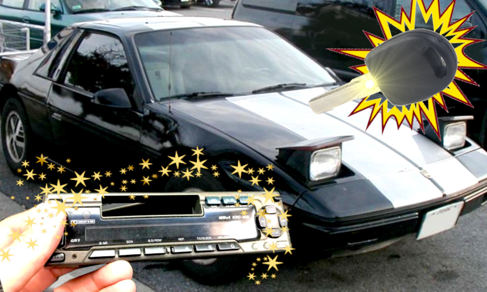 Autoradio, phares escamotables, grosse clé... ces options auto d'hier qu'on regrette