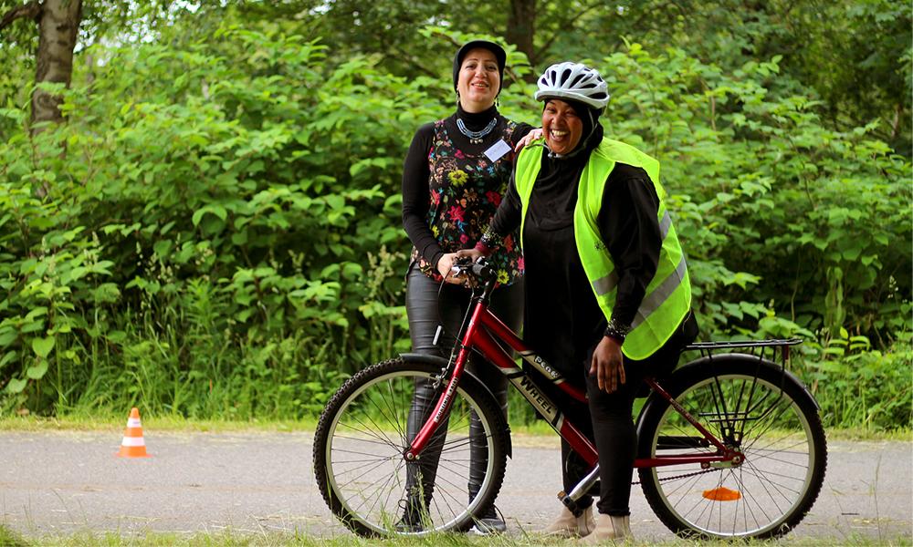 En Suède, cette asso apprend aux femmes immigrées à faire du vélo