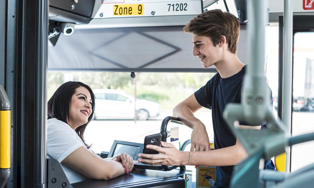 Avignon lance un badge qui prévient les parents quand les enfants sont dans le bus