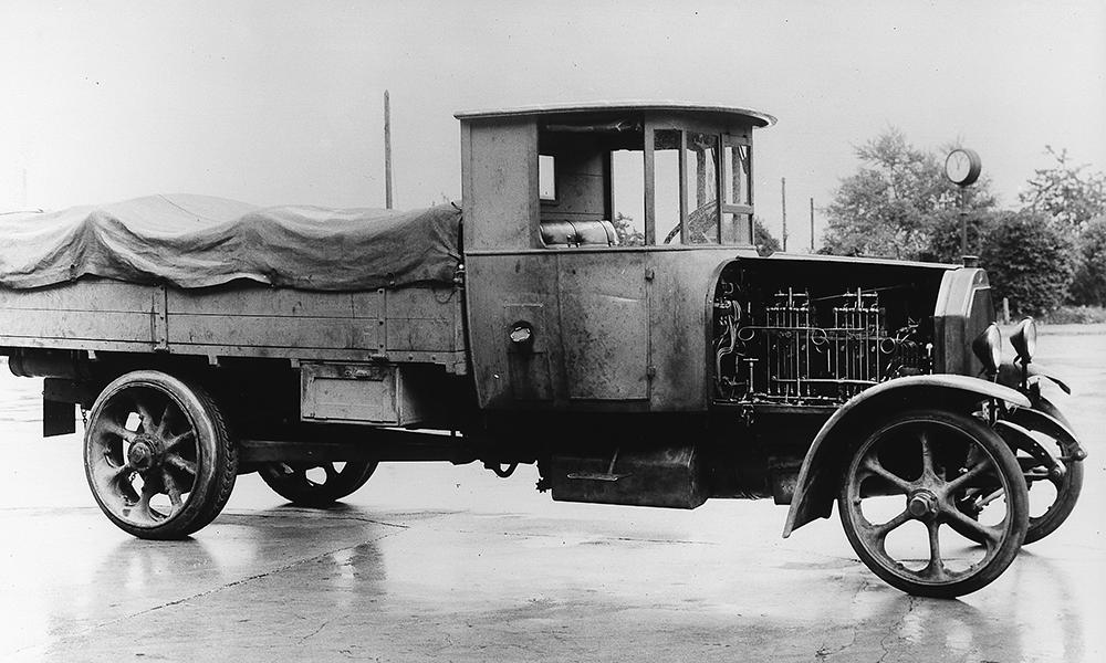 Il y a presque 100 ans, l'homme inventait... le premier véhicule diesel