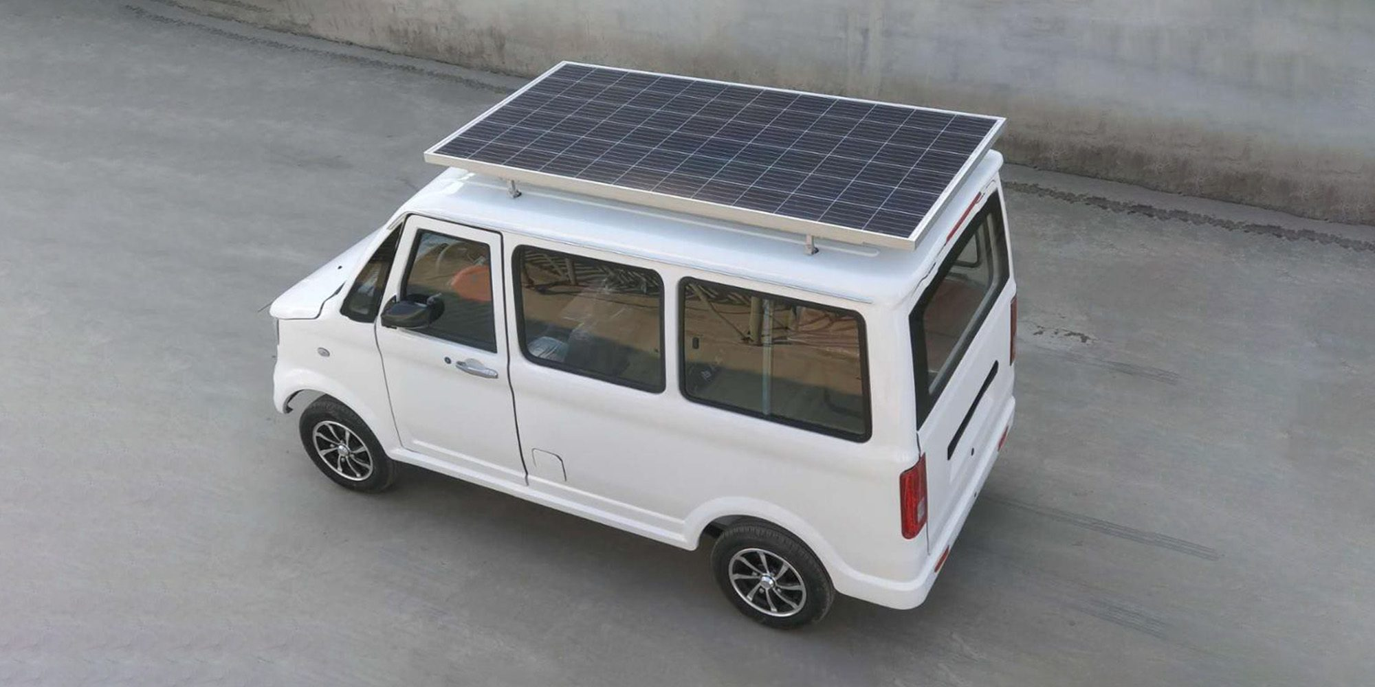 Pour moins de 5000 €, offrez-vous cette voiture solaire super moche