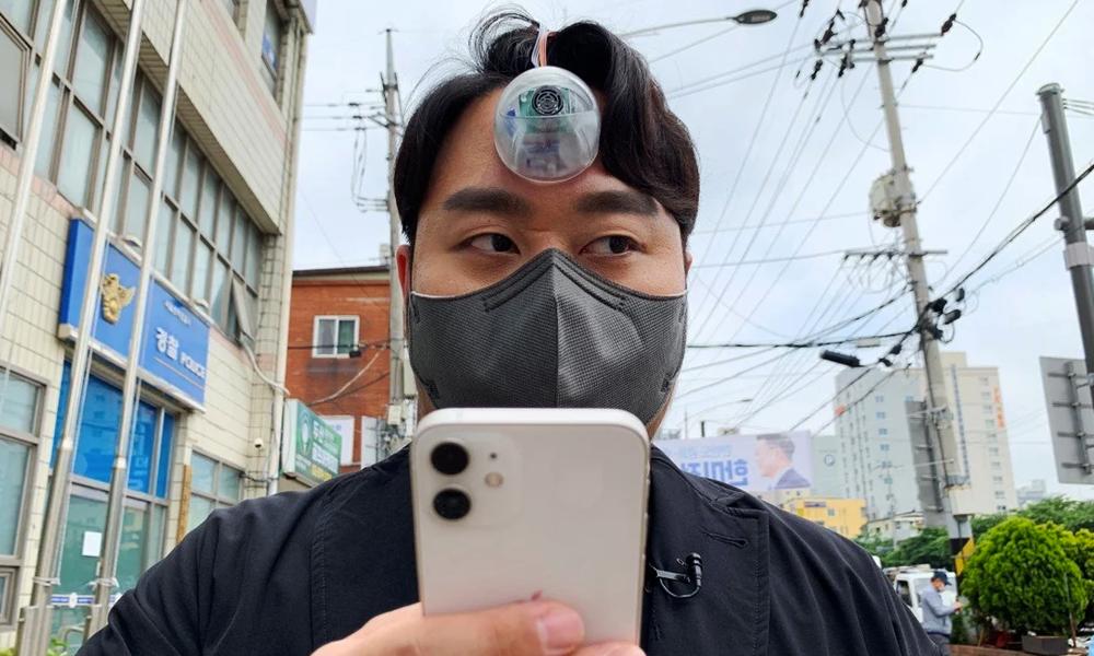 Ce troisième œil évite les accidents aux accros du smartphone