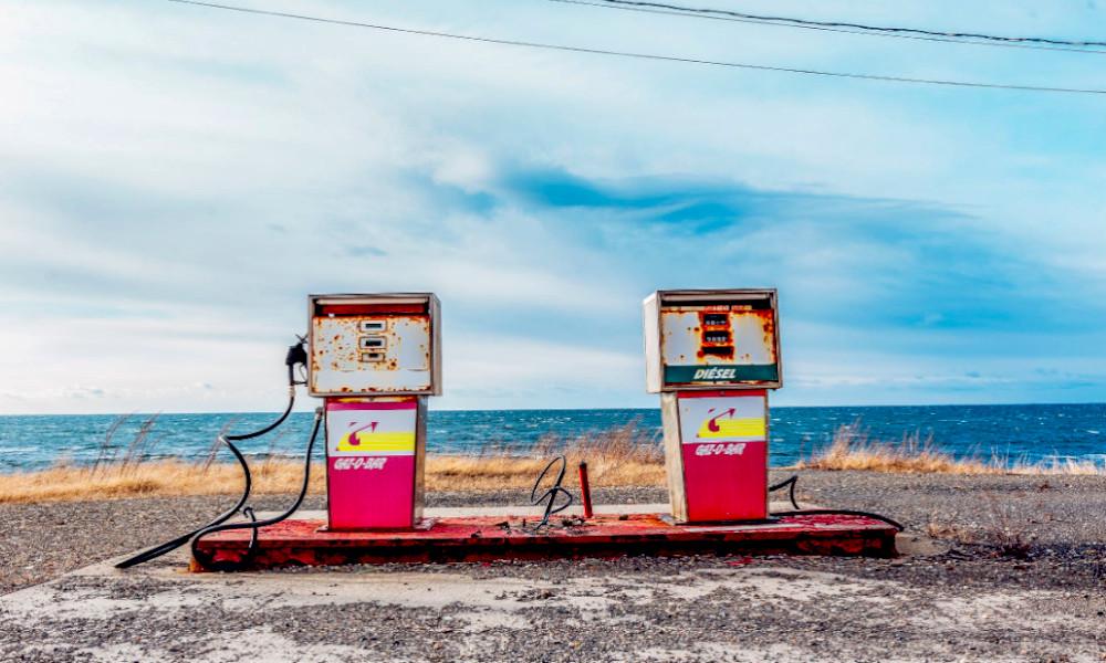 Grâce aux voitures électriques, 1 station service sur 2 aura disparu d'ici 2035