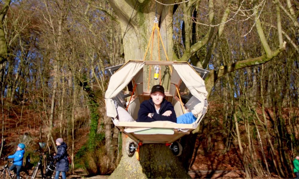 Cette remorque se transforme en cabane à accrocher dans n'importe quel arbre