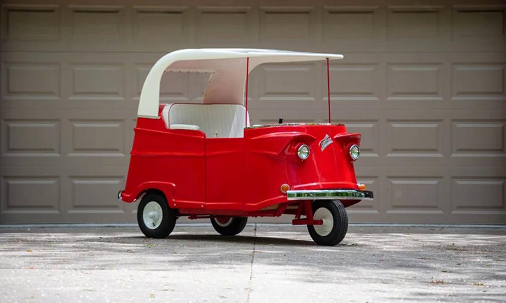 Pour 16 000 euros, cette mythique voiture à trois roues est à vous