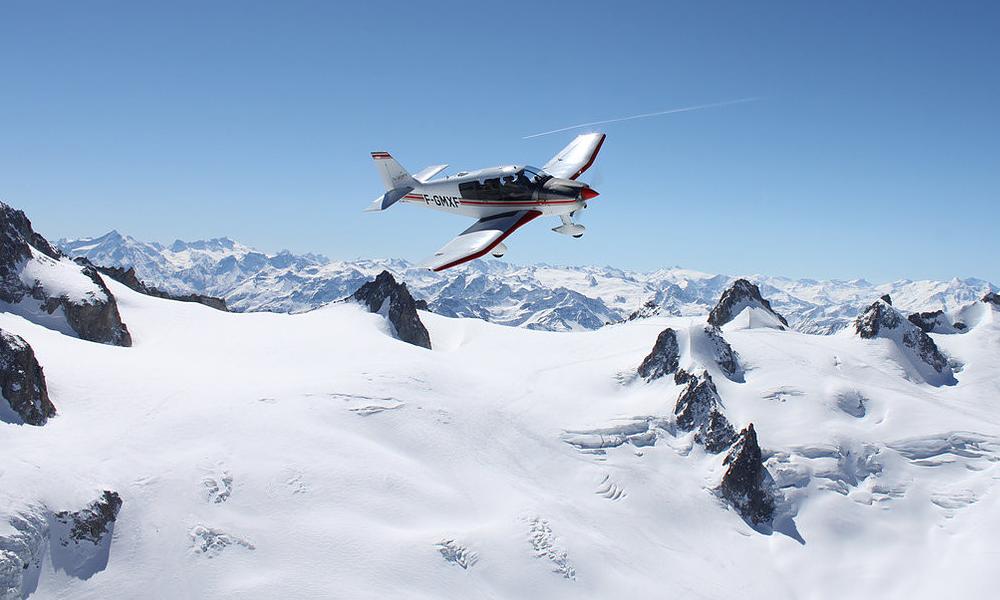Cet été, apprenez à piloter un avion électrique face au Mont-Blanc