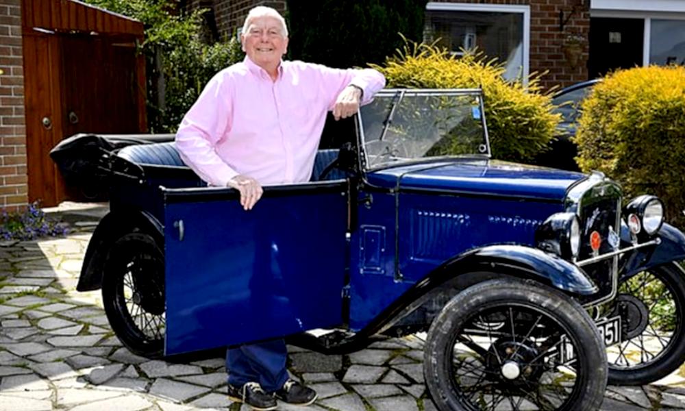 À 84 ans, ce bricoleur a converti sa voiture de collection à l'électrique