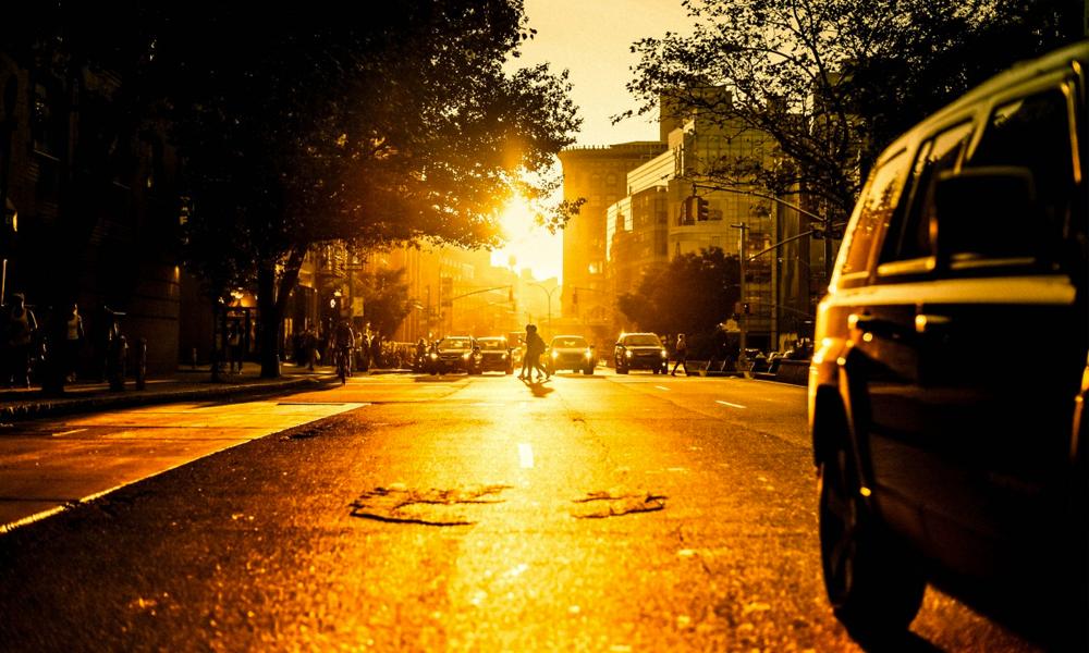 Et si le secret pour rafraîchir les villes, c'était... de la crème solaire pour bitume ?
