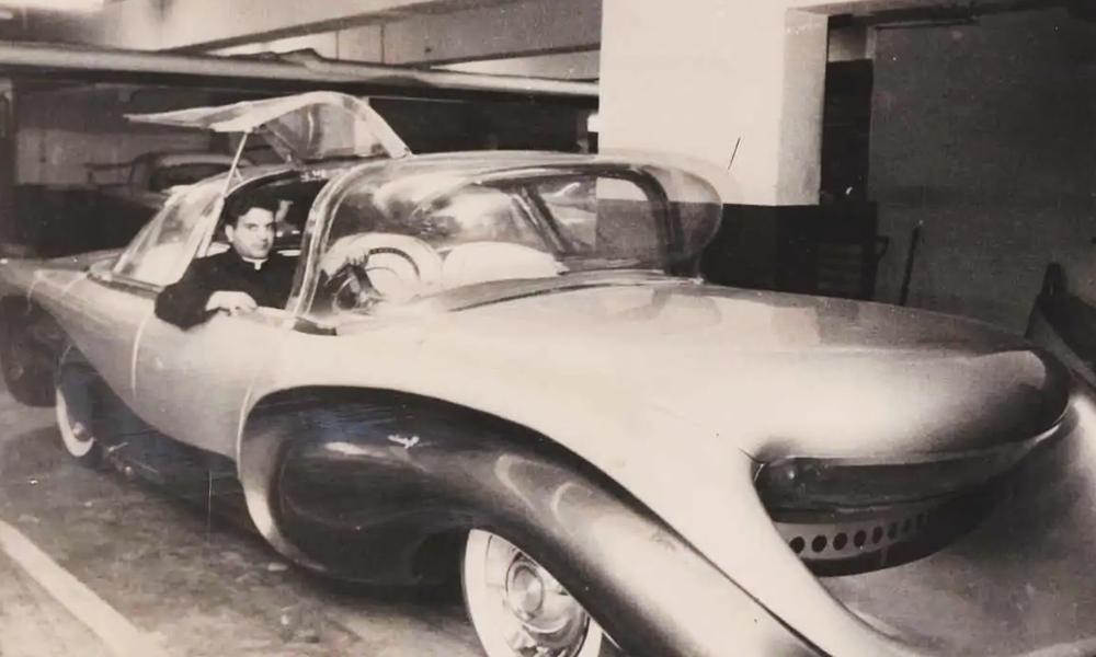 Ce prêtre a inventé la voiture incapable d'écraser les piétons