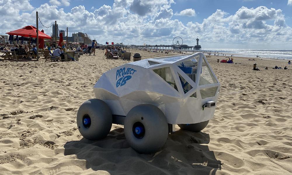 Ce petit robot arrive sur toutes les plages pour ramasser vos mégots