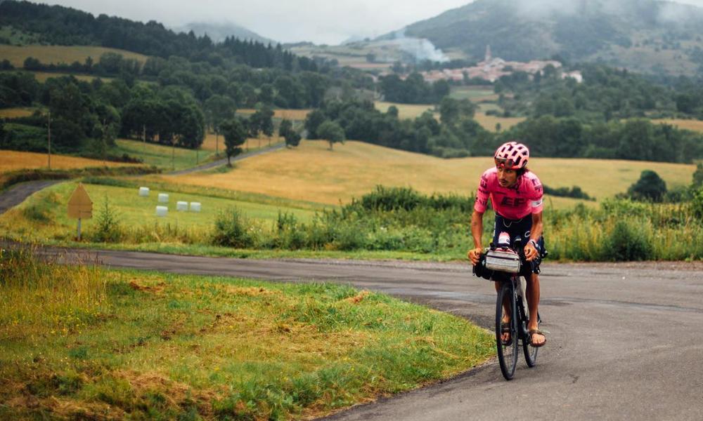 5510 km à vélo : cet homme pédale plus dur que les cyclistes du Tour de France