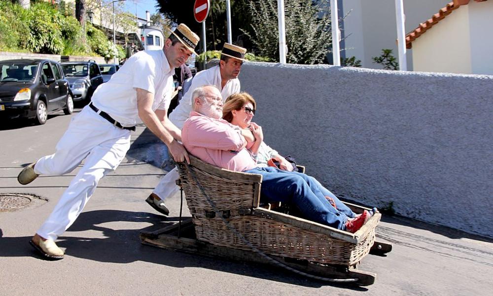 Vous aimez le toboggan ? Vous allez adorer ce taxi-bobsleigh à 35 km/h