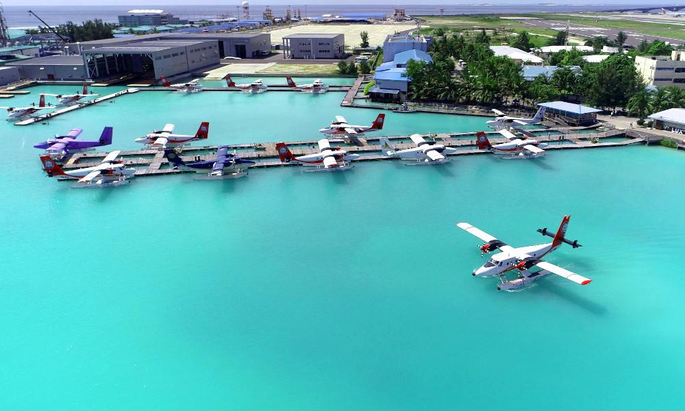 Face à la montée des eaux, les Maldives inaugurent un aéroport flottant