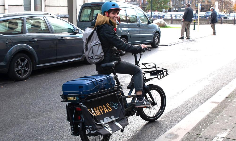 En Belgique, ces infirmiers viennent soigner les sans-abri en vélo électrique