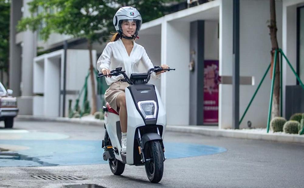 Et si l'avenir de la mobilité, c'était le scooter électrique à pédales ?