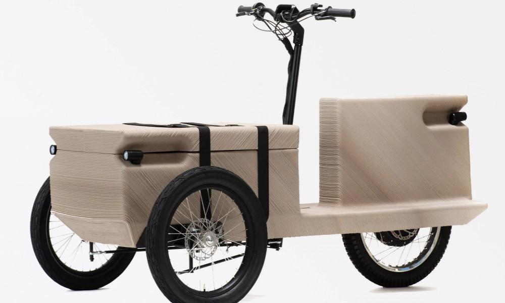 Livrer et délivrer, c'est la mission de ce vélo-cargo en déchets plastiques recyclés