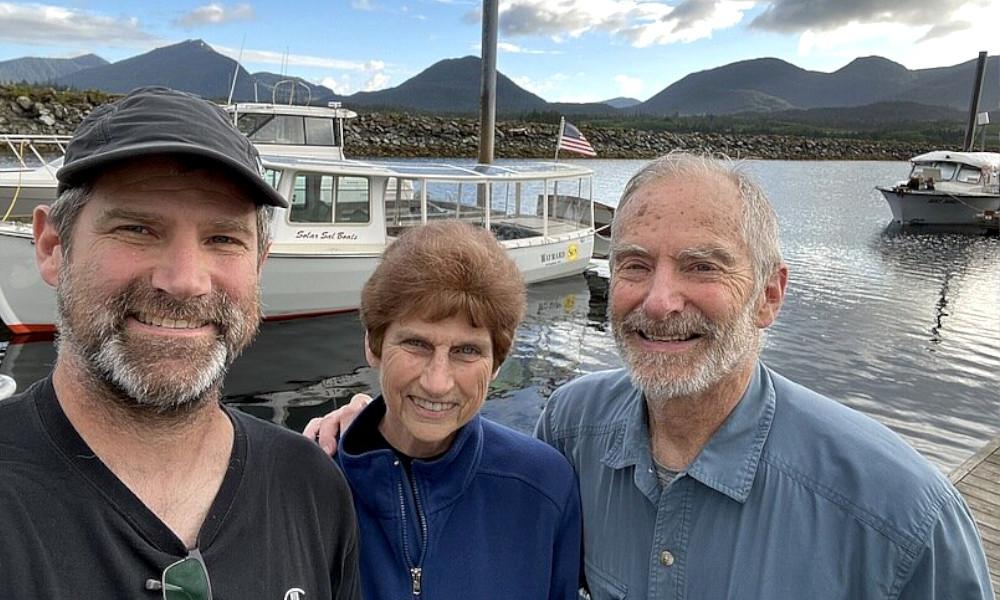Ils parcourent 2200 km en bateau solaire, pour l'amour du risque