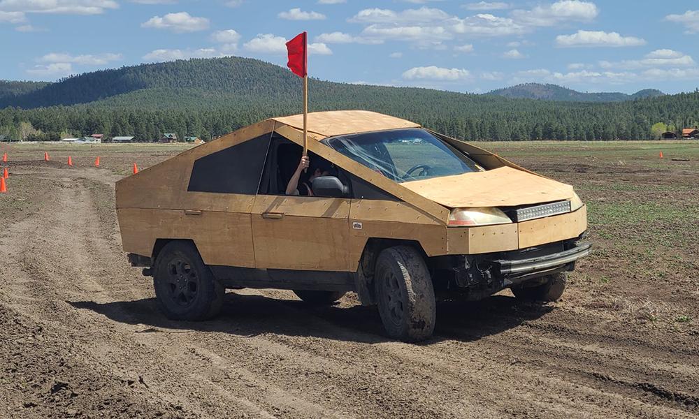 Ce Cybertruck en bois coûte moins de 500 dollars à fabriquer