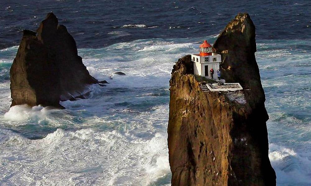 Pour vivre sur ce phare, il faut détester l'Humanité (et posséder un hélicoptère)