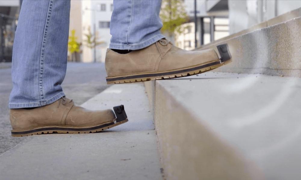 """Ces chaussures à radar permettent aux aveugles de """"voir"""" la route"""