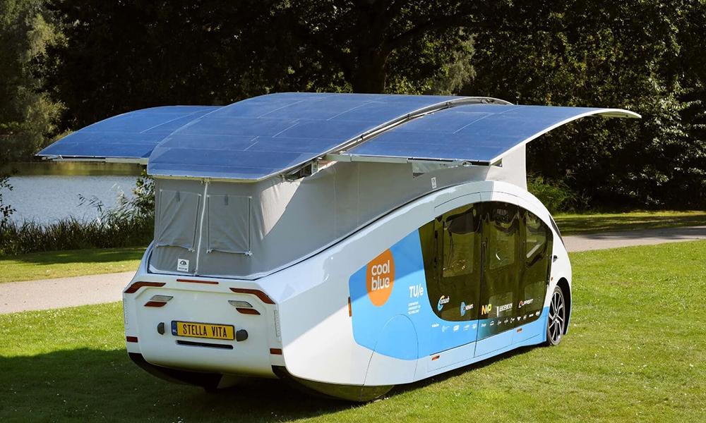 Cette maison solaire avec douche (!) peut rouler 700 km sans s'arrêter