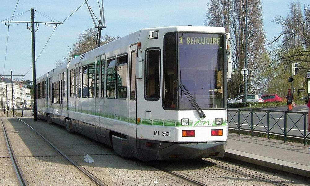 Longtemps banni des centres-villes, le tram revient en force partout en France ! Par Vincent Pons Tramway-nantes