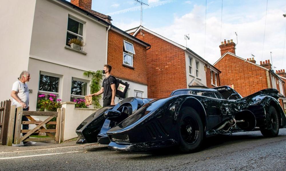 À Londres, des clients Uber se font livrer par une Batmobile