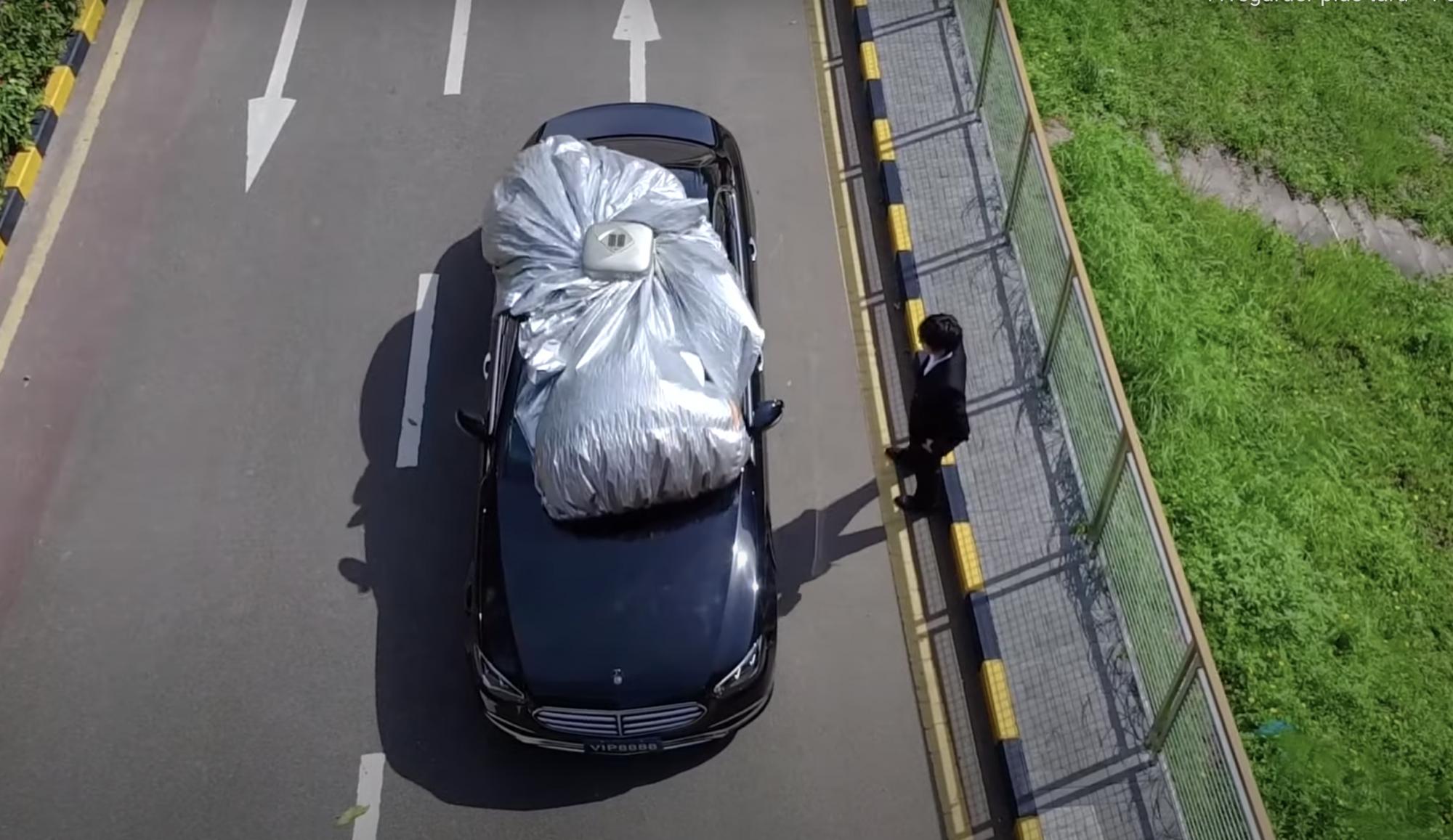 Cette protection de voiture se déploie automatiquement en 30 secondes chrono