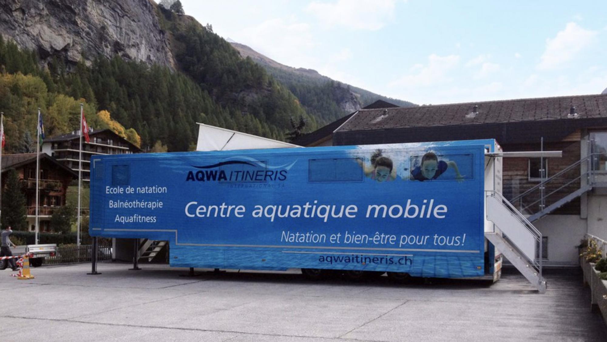 Dans les Hauts-de-France, on peut apprendre à nager dans… un camion piscine