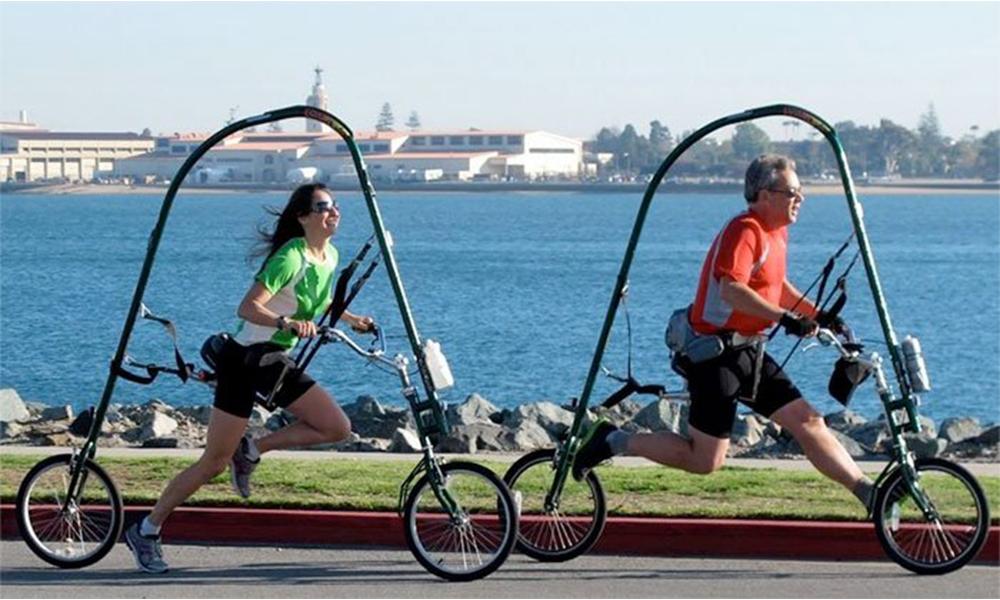 Le ridicule ne tue pas : sur ce vélo sans pédales, il faut courir pour avancer