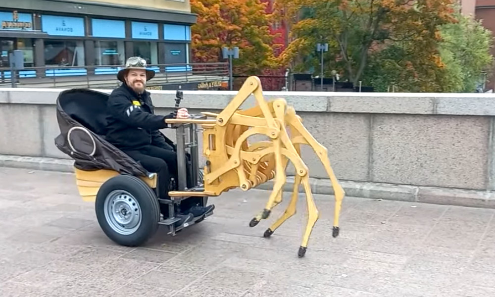 Fan de crustacés, il s'invente une voiture-crabe électrique