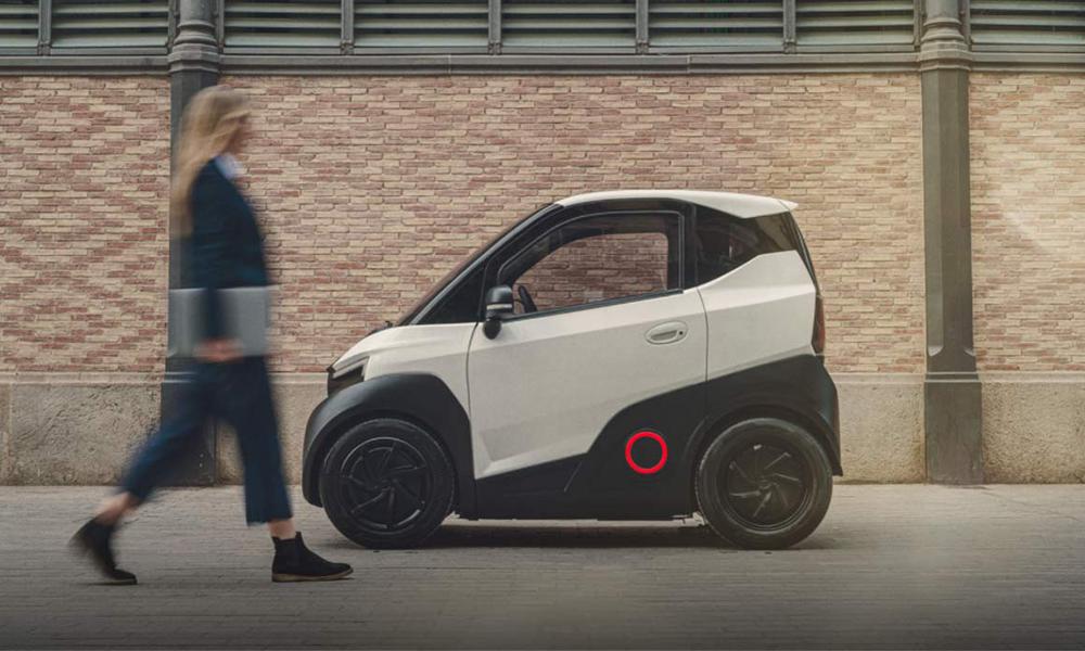 Cette micro-voiture électrique est à peine plus grande qu'une place de métro