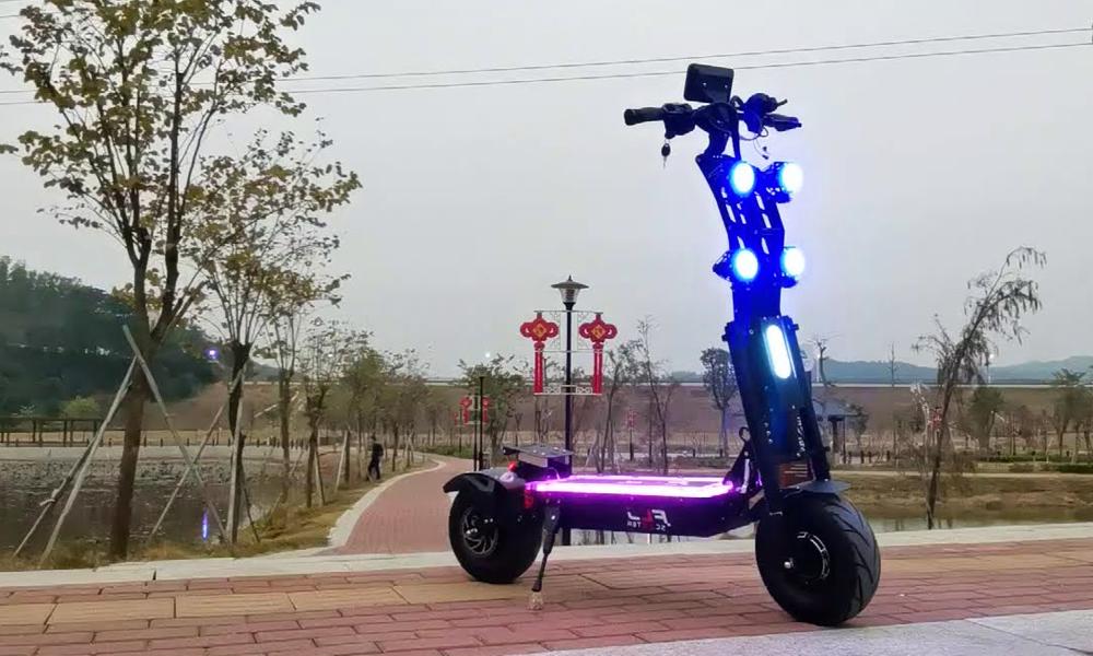 Hyper illégale mais super rapide, cette trottinette électrique fonce à 100 km/h